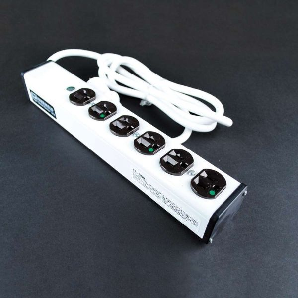 C2G 15ft Wiremold 6-Outlet Plug-In Center Unit 120v/15a 4 Outlet Medical Grade Power Strip
